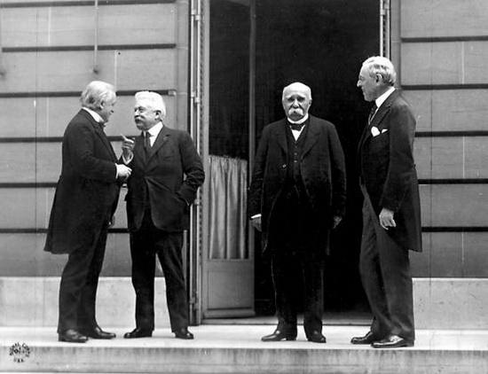 Д. Ллойд Джордж, В. Орландо, Ж. Клемансо, В. Вильсон после подписания Версальского договора