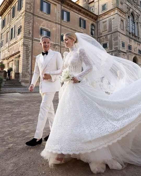 Племянница принцессы Дианы - 30-летняя леди Китти Спенсер вышла замуж за 62-летнего миллиардера Майкла Льюиса в итальянском замке 17 века в субботу.