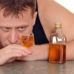 Доля верящих в «безвредную» дозу алкоголя россиян сократилась в 2,5 раза