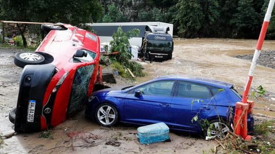 Сильнейшее наводнение в Западной Германии привело к разрушениям и человеческим жертвам.