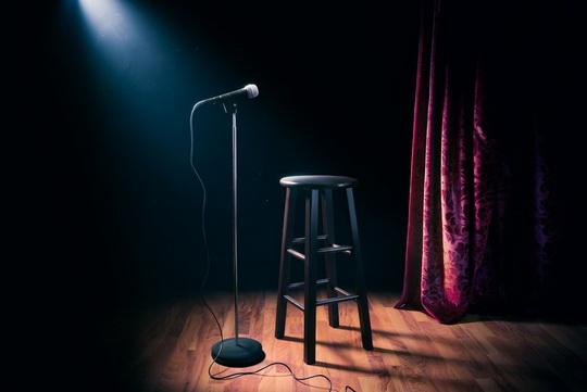 В 1940-х годах почти все ночные клубы, где американские юмористы выступали со сцены, оказались под контролем мафии.
