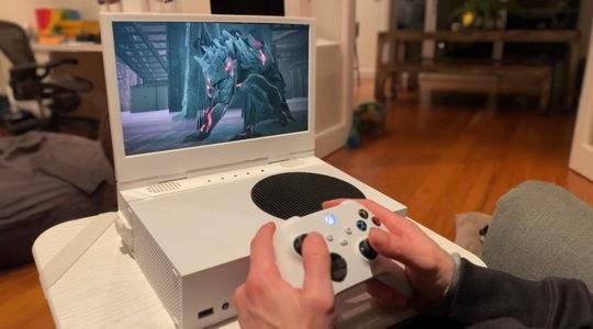 Ранее только Nintendo выпускала игровые консоли в портативном исполнении, которые можно взять в дорогу и поиграть во что-то серьезное и ресурсоемкое.