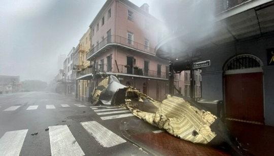 """Ураган """"Ида"""", которому была присвоена категория """"исключительного опасного"""", полностью вывел из строя систему электроснабжения в мегаполисе Новый Орлеан"""