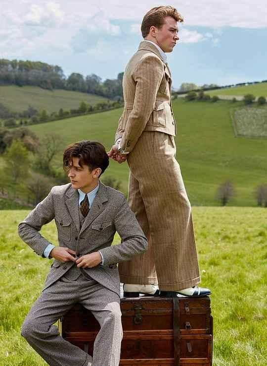20-летний сын известной американской певицы Мадонны и известного английского режиссера Гая Ричи - Рокко Ричи продемонстрировал серию винтажных костюмов в своей первой фотосессии в качестве модели