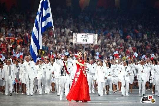 Парад наций на церемонии открытия каждой Олимпиады по традиции начинает делегация Греции