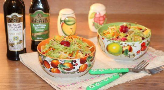 Если в вашем холодильнике имеются свекла, яблоки, апельсины и сельдерей – даже не раздумывая, приготовьте витаминный салат!