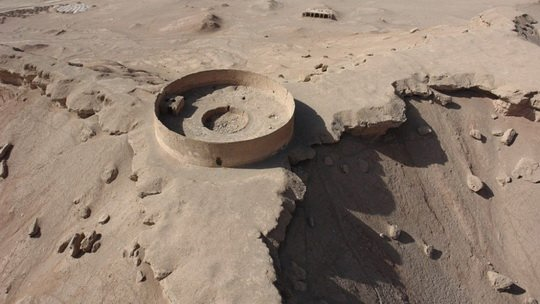 «Башни молчания» — прижившееся в западной литературе название зороастрийских погребальных комплексов
