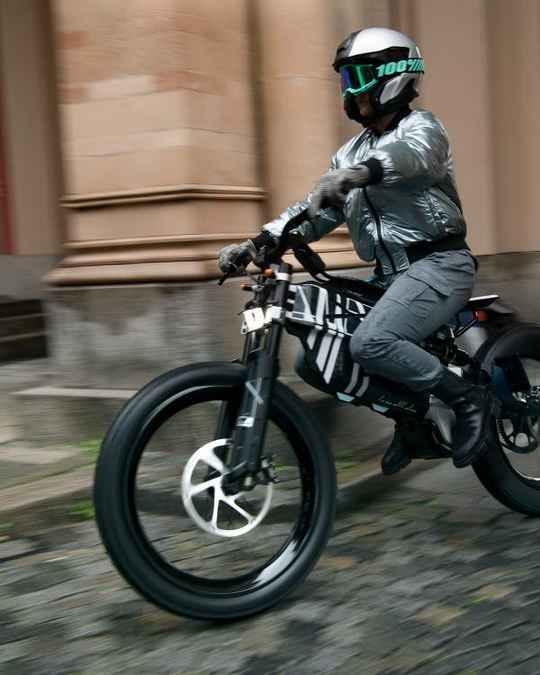 Компания BMW анонсировала две концептуальные модели электрических велосипедов