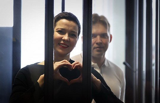 Суд в Минске приговорил членов президиума Координационного совета белорусской оппозиции Марию Колесникову к 11 годам колонии и Максима Знака – к 10 годам.