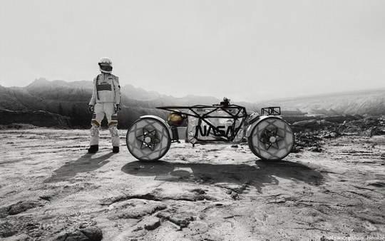 Немецкие мотоэнтузиасты создали концепт лунного мотоцикла по эскизам российского дизайнера и привезли свое творение на выставку в Лос-Анджелес
